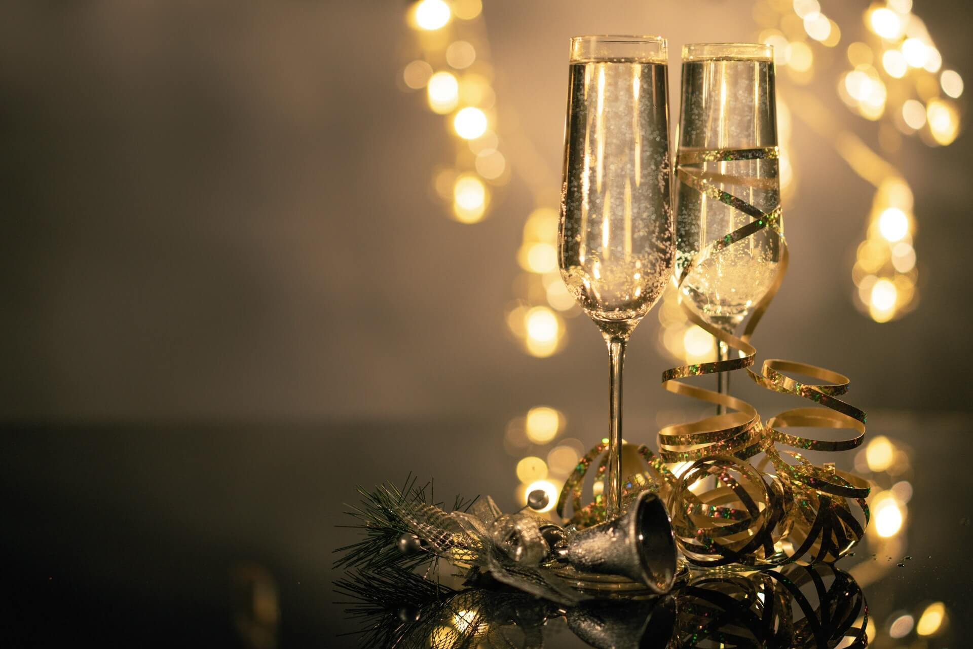 Afbeelding van twee glazen champagne